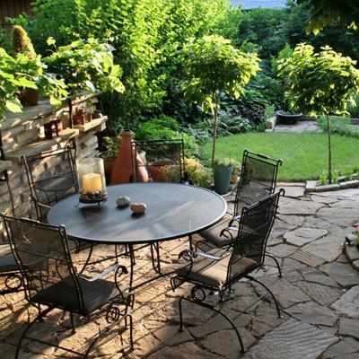 La chaise contemporaine pour le jardin
